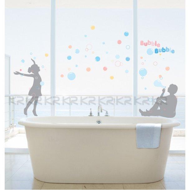 Børn og farvrige bobler